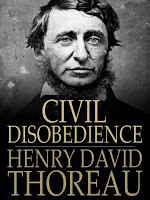Thoreau con su sonrisita ante la desobediencia.